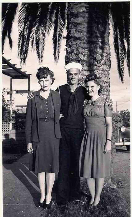 wwii-sailor-and-wife