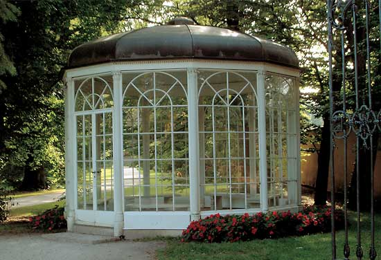 Liesl and Rolf sound of music dance original gazebo