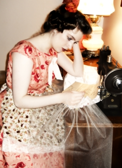 1950s-lady-sewing