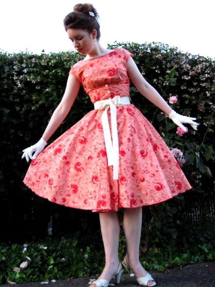 A Vintage 40s Walkaway Dress The City Of Roses Dress Awesome Vintage Dress Patterns 1950s