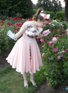 1950s-dress-in-a-rose-garden