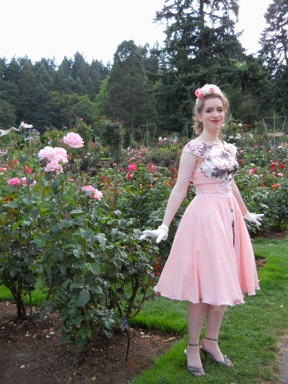 rose-gardens-1950s-dress-portland-oregon-photo-shoot