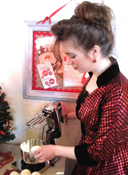 retro-1950s-christmas-kitchen-housewife