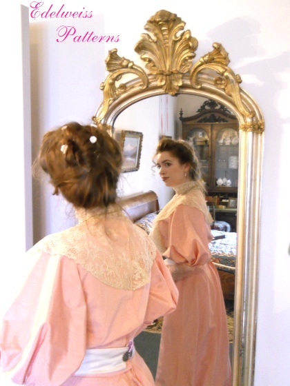 victorian-lady-looking-in-the-mirror