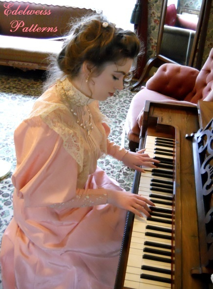victorian-lady-at-the-piano