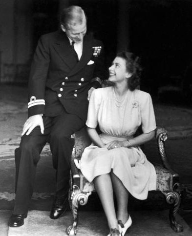phillip-mountbatten-elizabeth-engaged-1947