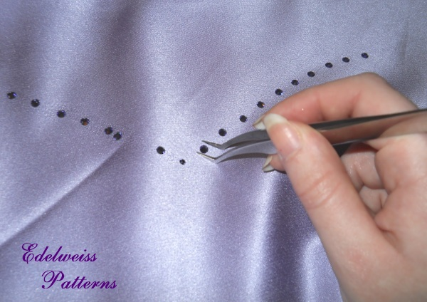 how-to-use-rhinestones-tutorial