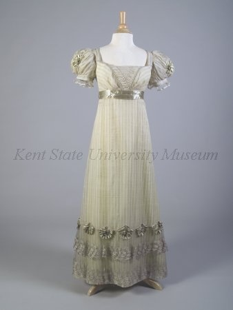 martha-pullen-kent-state-gown