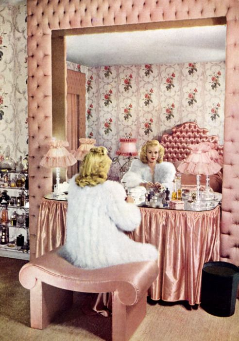 hollywood-vanity-dressing-table