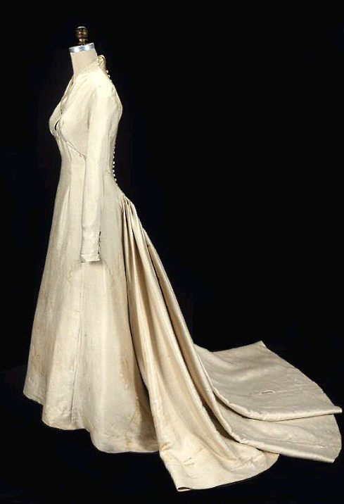 maria-von-trapp-wedding-dress