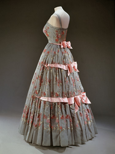 queen-elizabeth-norman-hartnell-gown-1950s