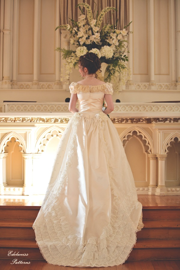 royal-victorian-wedding-dress