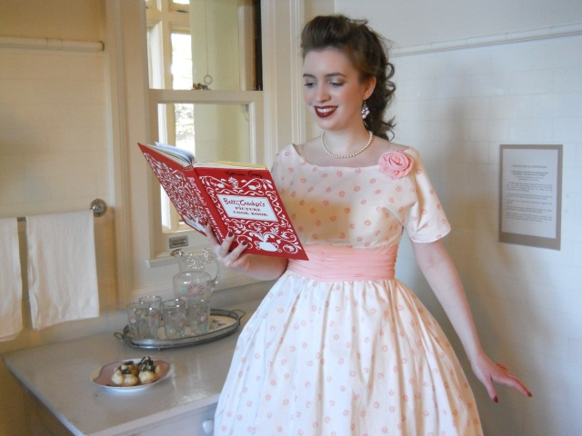 pink-and-white-1950s-dress