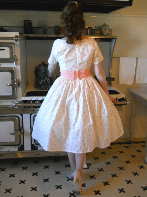 polka-dotted-1950s-dress