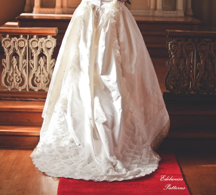 victorian-wedding-gown-train