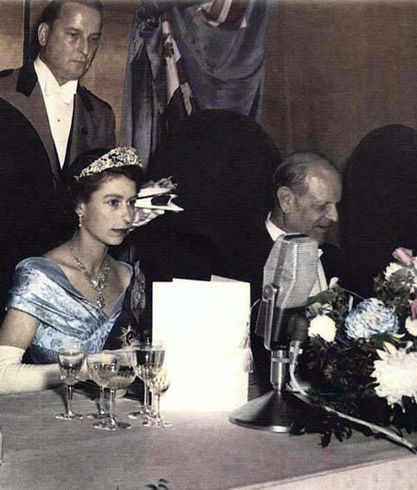 queen-elizabeth-royal-banquet-1950s