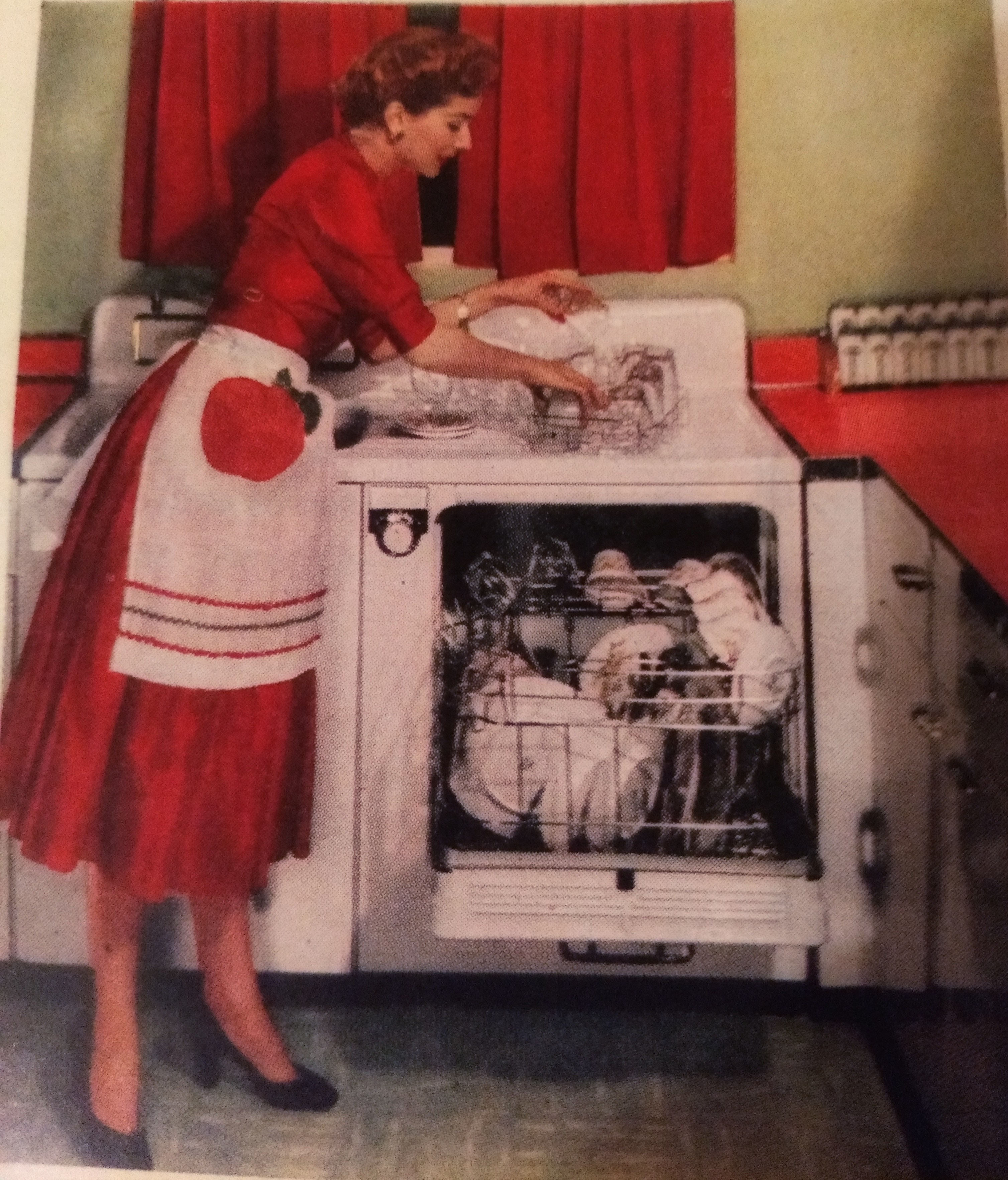 In Defense Of The 1950s Housewife